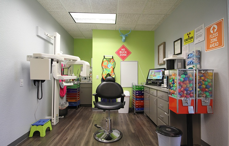 Kids dental exam room with treats